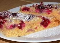 Celozrnný višňový koláč s drobenkou