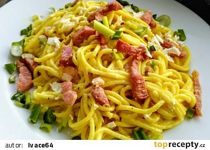 """Špagety na způsob """"carbonara"""" s feta sýrem"""