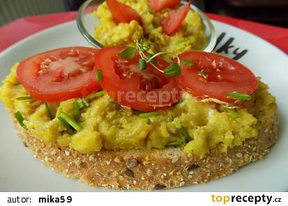 Vaječná pomazánka s vařenými bramborami a droždím