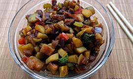 Zeleninová pánev na zázvoru a sojové omáčce