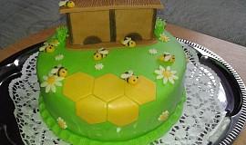 Dort s včelím úlem