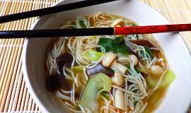 Houbová asijská polévka