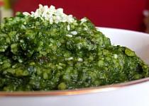 Kuskusový tahini špenát se sezamovými semínky