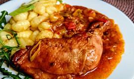 """Pečená kuřecí stehna s uzenou chutí a vůní s omáčkou """"BALTI"""""""