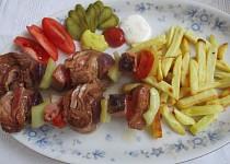 Maso na špejli se zeleninou