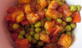 Matar paneer - hrášek se sýrem a rajčaty