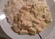 Pikantní kuřecí nudličky s cuketou a rýží