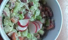 Salát s řapíkatým celerem a avokádem