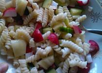 Salát s těstovinami