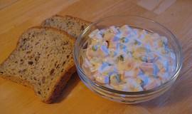 Domácí pochoutkový salát (odlehčený, bez majonézy)