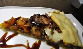 Galette s dýní, karamelizovanou cibulí a balsamicem