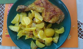 Pečená kuřecí stehna na kari s bramborem z jednoho pekáčku