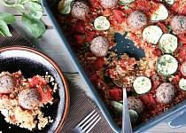 Veganské bezlepkové kuličky zapečené s rajčaty a quinoou