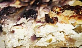 Cibulovo-tvarohový koláč s olivami