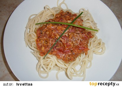 Rajčatová omáčka s tuňákem na špagety