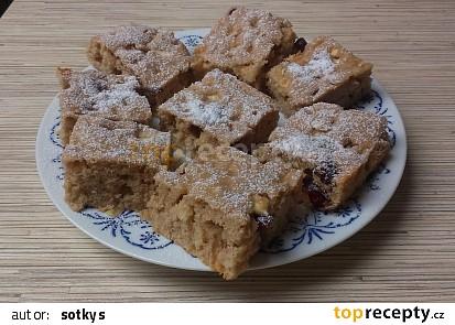 Rychlý jablečný koláč s rozinkami