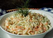 Zelný salát s mrkví a koprem