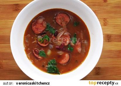 Fazolová polévka s klobáskou