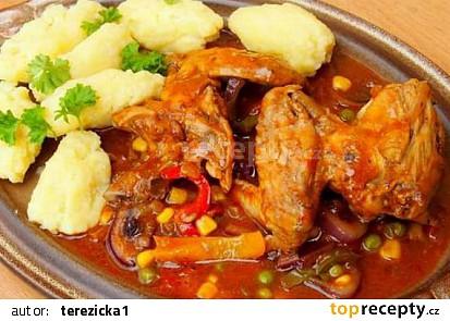 Pikantní kuřecí křidélka se zeleninou