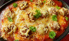 Zapečené mleté kuličky s gnocchi a sýrem