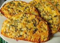 Zapečený bylinkový chleba