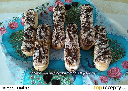Piškoty s lahodným krémem, obalené v kokosu
