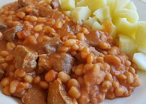 Hovězí kousky s fazolemi Baked Beans