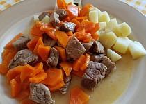 Hovězí kousky dušené s mrkví