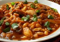 Minutkový kuřecí guláš se žampiony a fazolemi
