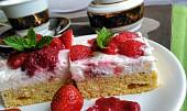 Osvěžující jahodovo-třešňové řezy s krémem