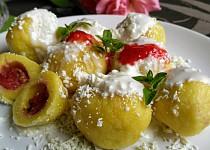 Ovocné (jahodové a meruňkové) knedlíky z tvarohu a pudingů