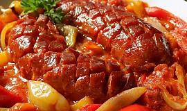 Pikantní špekáčky na paprikách