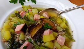 Polévka z uzeného vývaru s pohankou, kapustou a bramborem