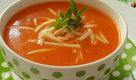 Rajčatová polévka s kokosovým mlékem
