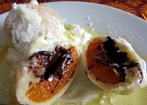 Tvarohové meruňkové knedlíky s čokoládou