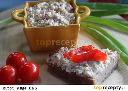 Vaječná pomazánka s opečenou slaninkou