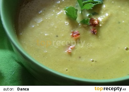 Domácí proteinová kari polévka