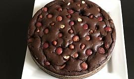 Kakaový koláč s třešněmi