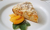 Koláč s meruňkami a křupavou drobenkou