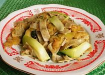 Nudle s tykví a čínským zelím v sojové omáčce