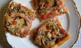 Pizza, doma obložená
