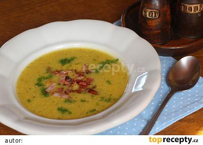 Polévka z cukety a kořenové zeleniny se šunkou