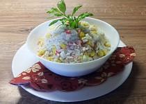 Rýžový salát s krabími tyčinkami
