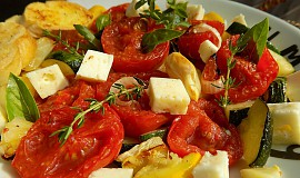 Salát z pečených rajčat a cuket