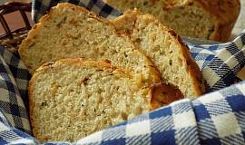 Cuketový chléb se smaženou cibulí a pivem