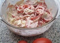 Rajčatový salát s hermelínem a šunkou