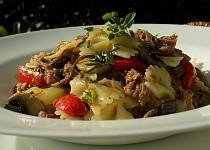 Těstoviny s pečeným masem a zeleninou