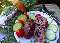 Válečky z mletého masa plněné houbami