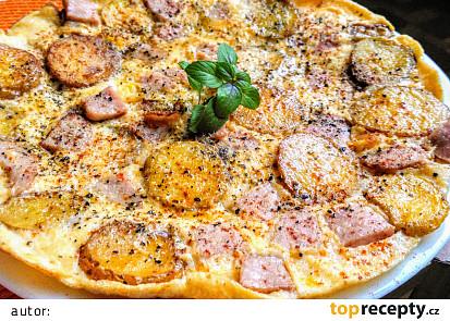 Bramborová omeleta se strouhaným čedarem a šunkou