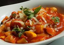 Gnocchi a cuketa v rajčatové omáčce